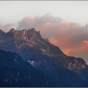 Прекрасная вершина Фаулхорн ( 2681 м) - предмет моей фотографической привязанности ))) С трудом выбрала несколько фотографий, поскольку добрая сотня её фотосессии   с одной стороны абсолютно одинакова, но такая разная...