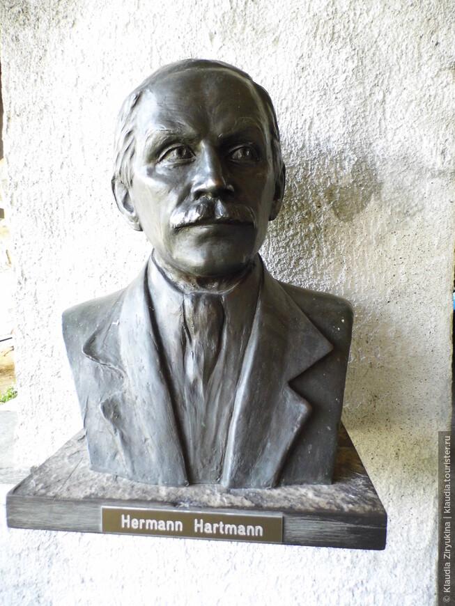 Именно он -- Херманн Хартманн, облагородил и открыл для посещения пещеры Беата.