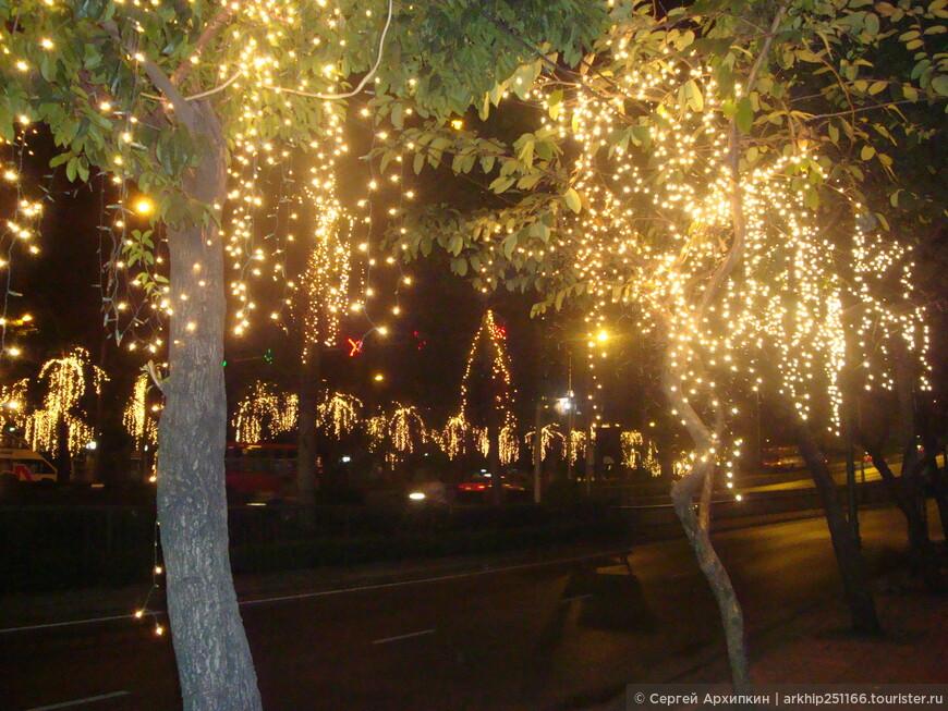 Отличная подсветка в старом городе перед Новым годом