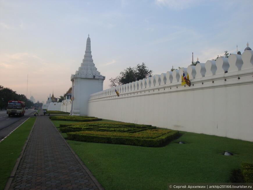 Шел я по улице Саннам, которая идет вдоль стены,которая окружает Королевский дворец
