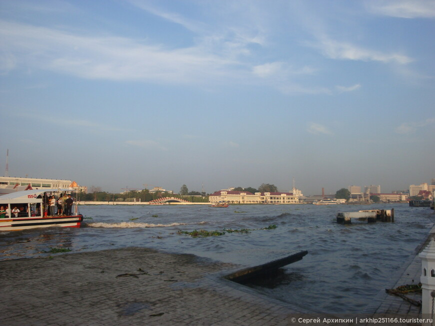 Река Чао Прайя у храма Ват Пхо