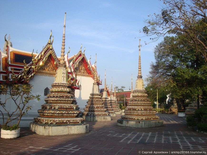 В храме Ват Пхо