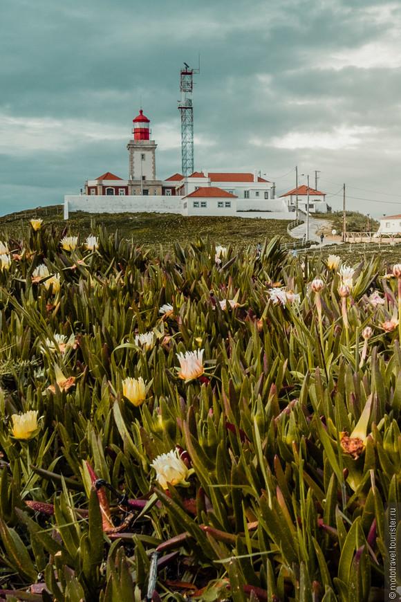 Маяк на мысе Cabo da Roca, в 40 км от Лиссабона