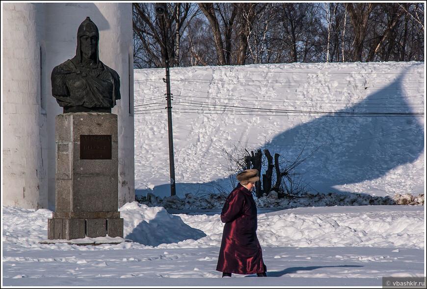 Переславль-Залесский. Памятник Александру Невскому. И почетный караул ))
