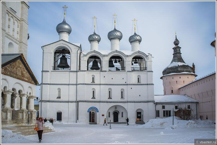 Ростовский кремль. Звонница Успенского собора