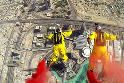 Французские бейсджамперы покорили «Бурдж Халифа» в Дубае