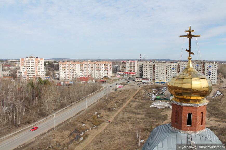 Вид на центральную часть Краснокамска с колокольни Храма Святой Великомученицы Екатерины.