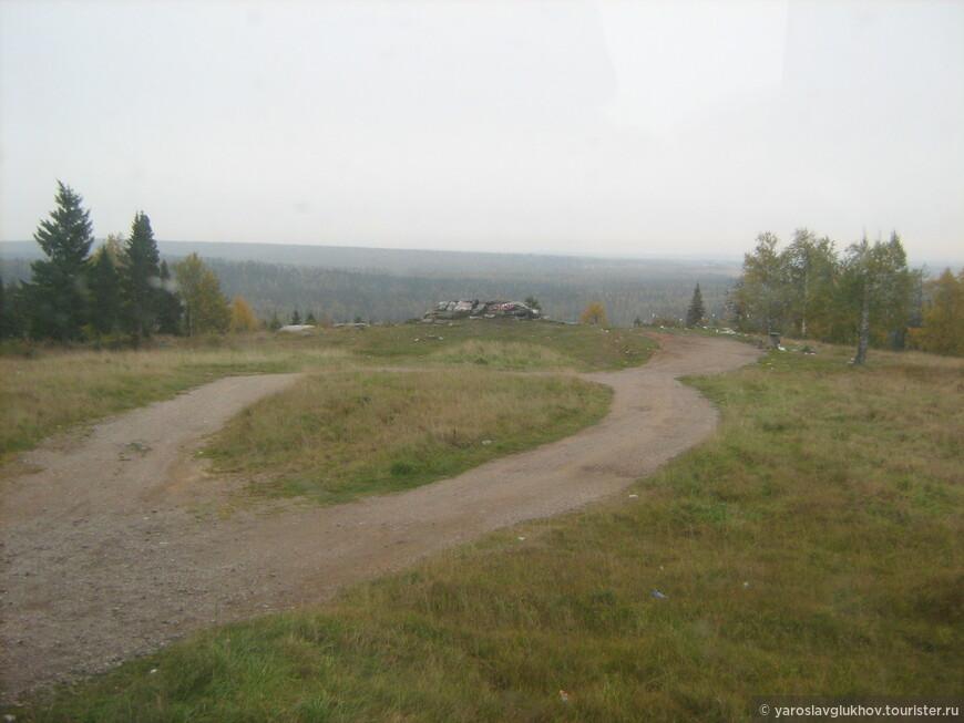 По дороге встретили Памятный камень всех туристов, которые направляются на север Пермского края.