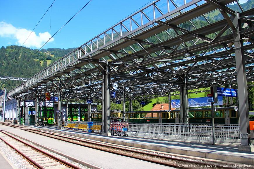 Вокзал. Если решили поехать на Юнгфрау в выходные - купите билет заранее. В будни проблем нет, в тот же день.