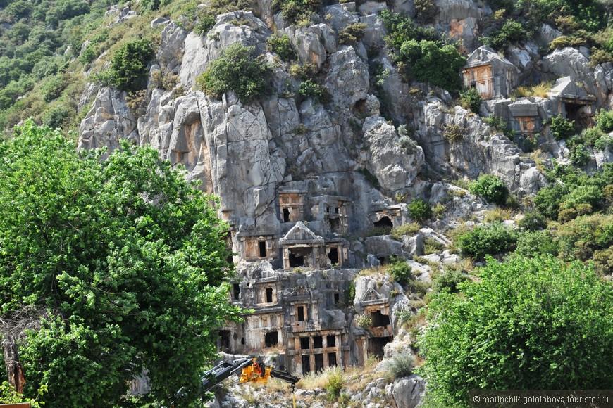 Наскальные гробницы