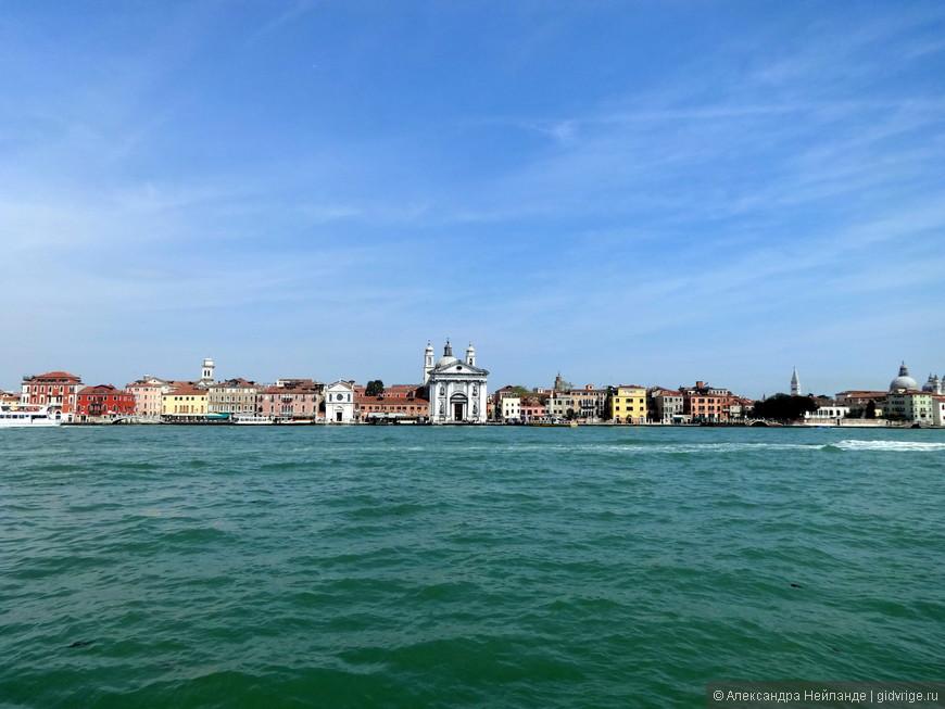 Первое впечатление от Венеции: много небе и воды!