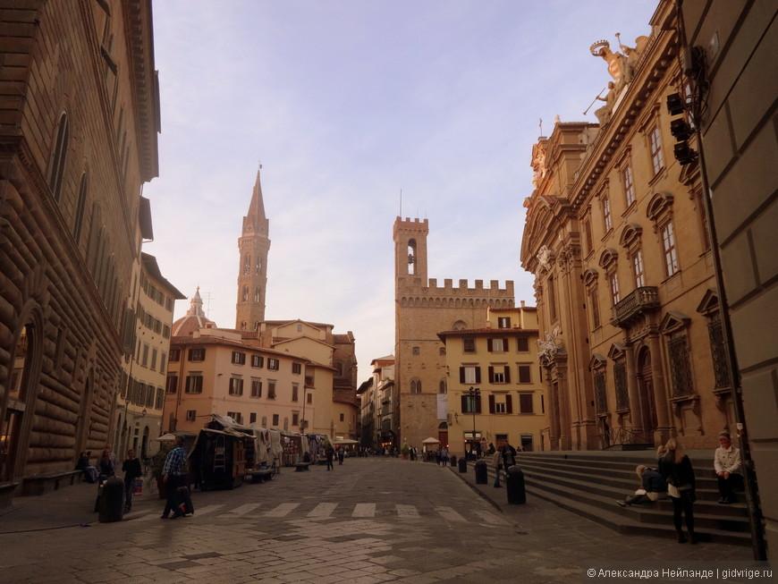 """Кампанила """"Бадия флорентийская"""" и Палаццо Барджелло. Почему-то здесь было спокойней на душе, чем на знаменитой Пьяцца Синьории."""