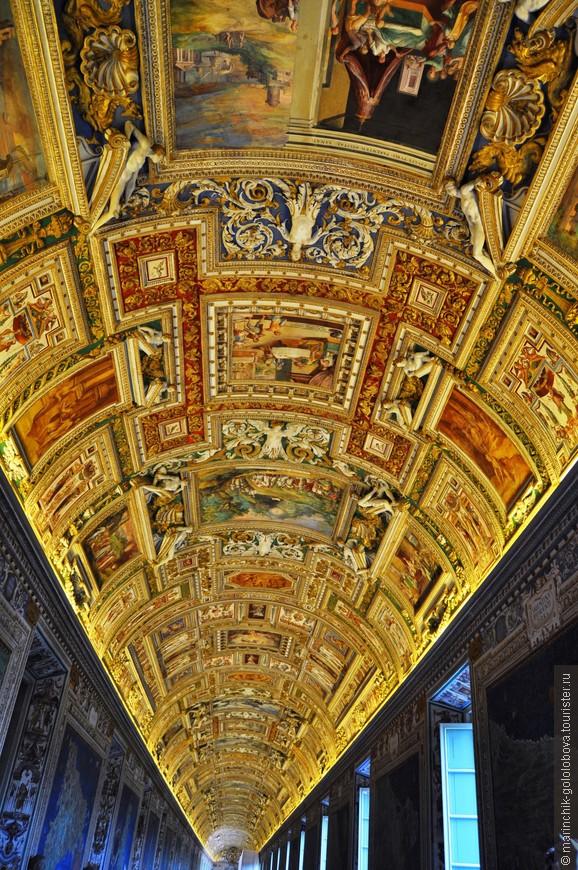 А эти потолки... Их можно разглядывать очень долго