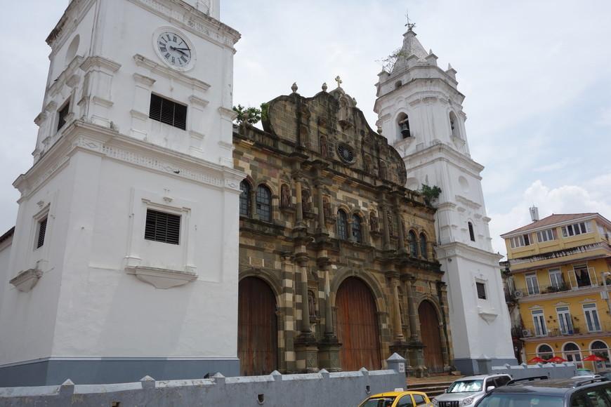Самый старый храм Панамы Сити. Как обзывается - не запомнил. И не огорчён. Больше люблю природу :-)
