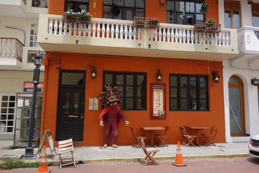 Ресторан Диабликос. Находится в старом городе. Рекомендую. Местная кухня. Вкусная. А вечером проходят музыкальные и таеатрализованные представления.