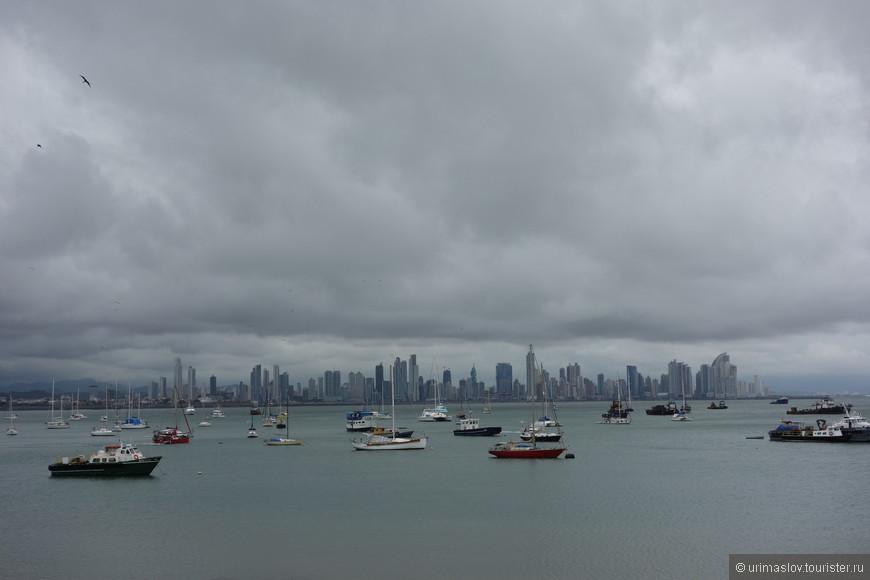 Центральная часть Панама-Сити - это район небоскрёбов. Этот город является финансовым центром Центральной Америки.