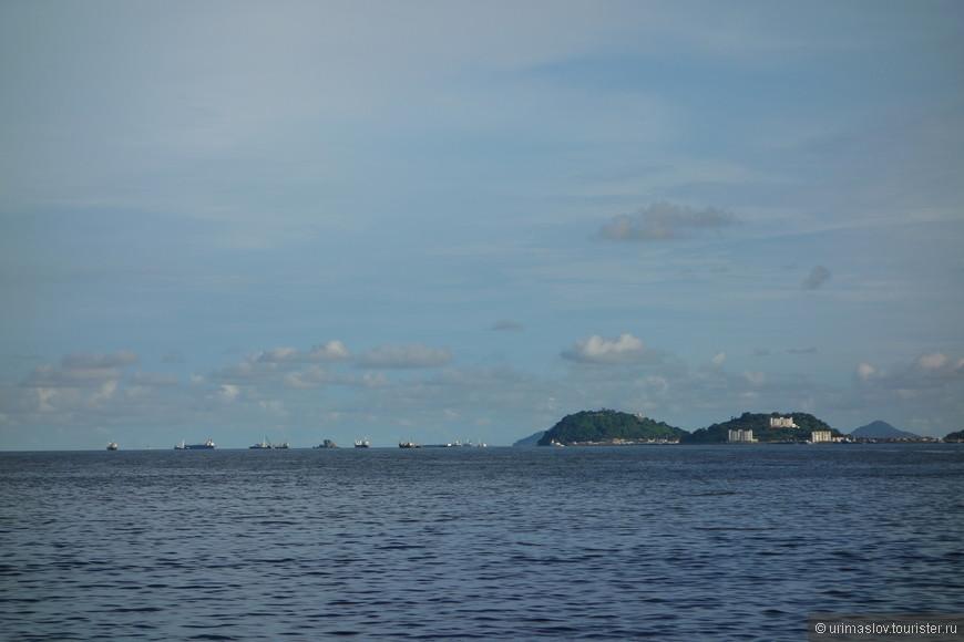 Очередь на вход в Панамский канал. Со стороны Карибского моря.