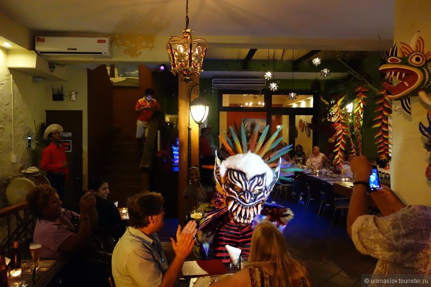 Внутренность ресторана Диабликос.