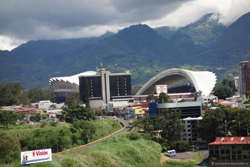 Столица Коста Рики, город Сан Хоче. Стадион, который подарили китайцы городу. Типа точная копия олимпийского стадиона. Вот так приобретается влияние в других государствах. Не откат. Просто взятка.