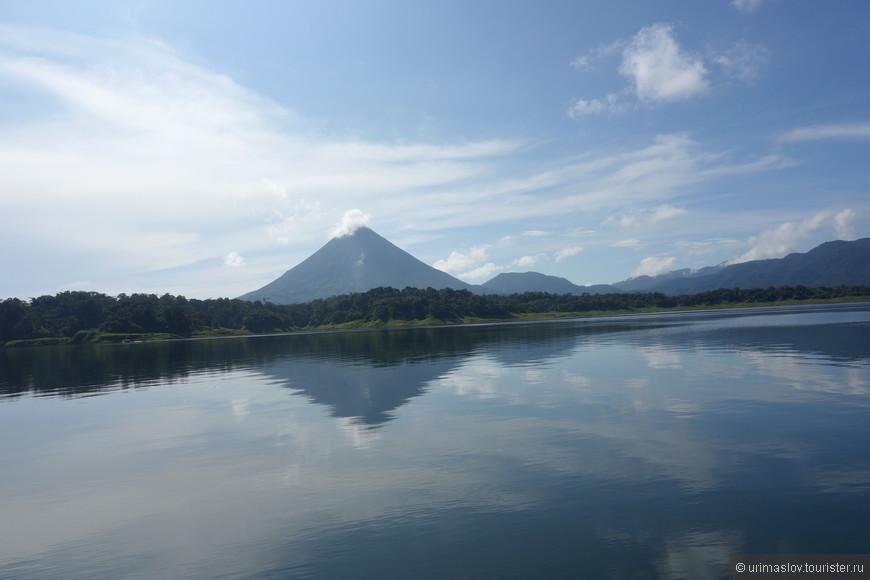 Утренний вид на вулкан Аренал.
