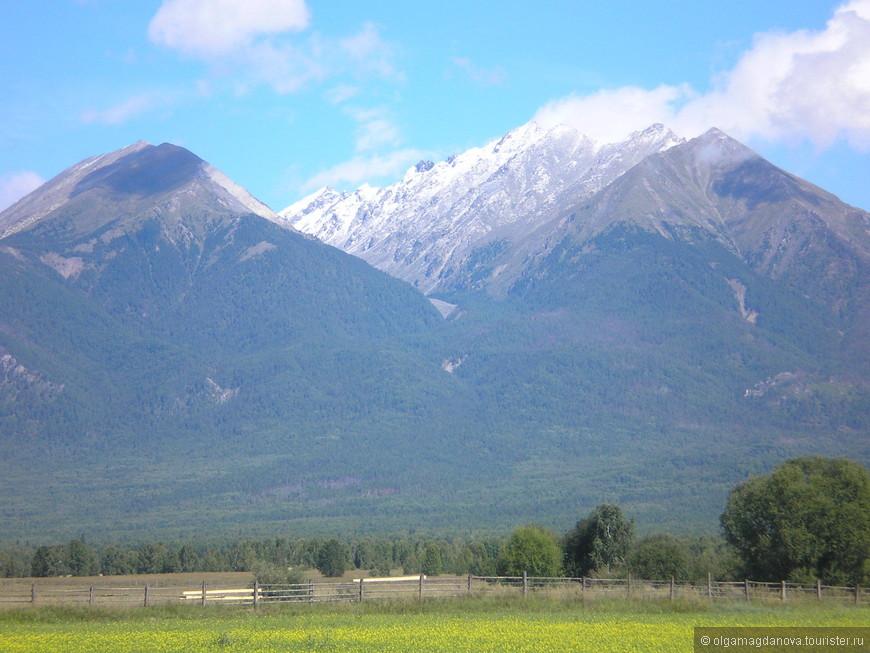 Высшая точка хребта - Пик Стрельникова. Достигает высоты 3284м. На фото не он.