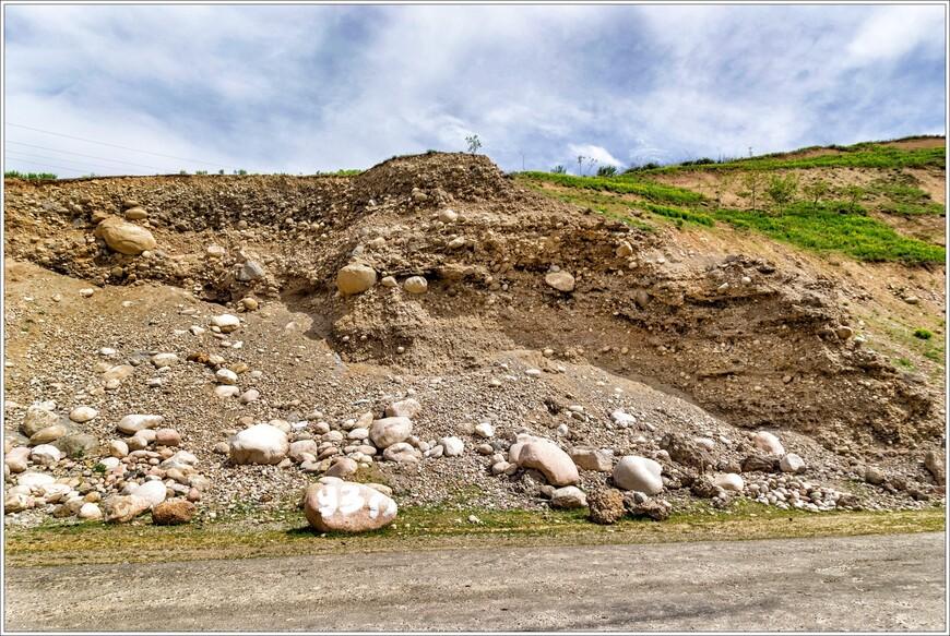 Практически всю весну МЧС не одобряло поездок в горы,из за оползней,после обильных осадков и снежной зимы.