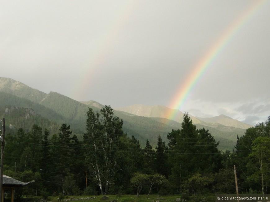 Иногда можно наблюдать двойную радугу.