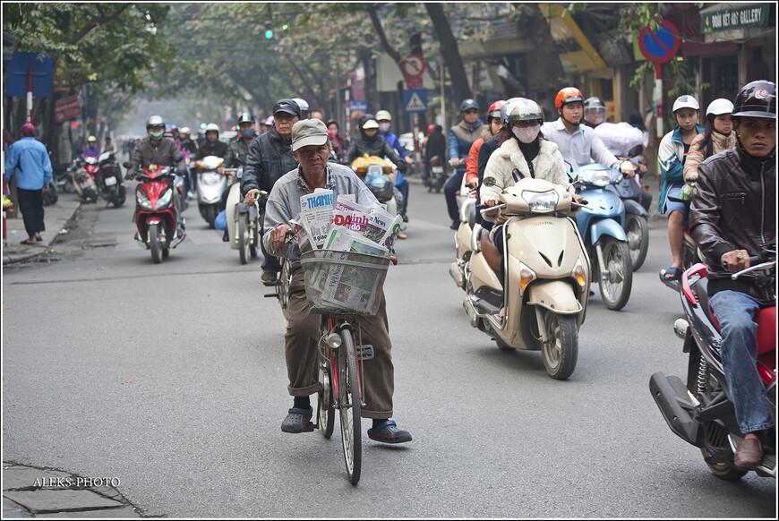 Вьетнамцы мне запомнились почему-то своими масками. В Пекине я такого не видел. Я вот только не могу понять, зачем в такой маске ездить в автобусе, где итак душно. Особенно этим отличаются юные девушки.