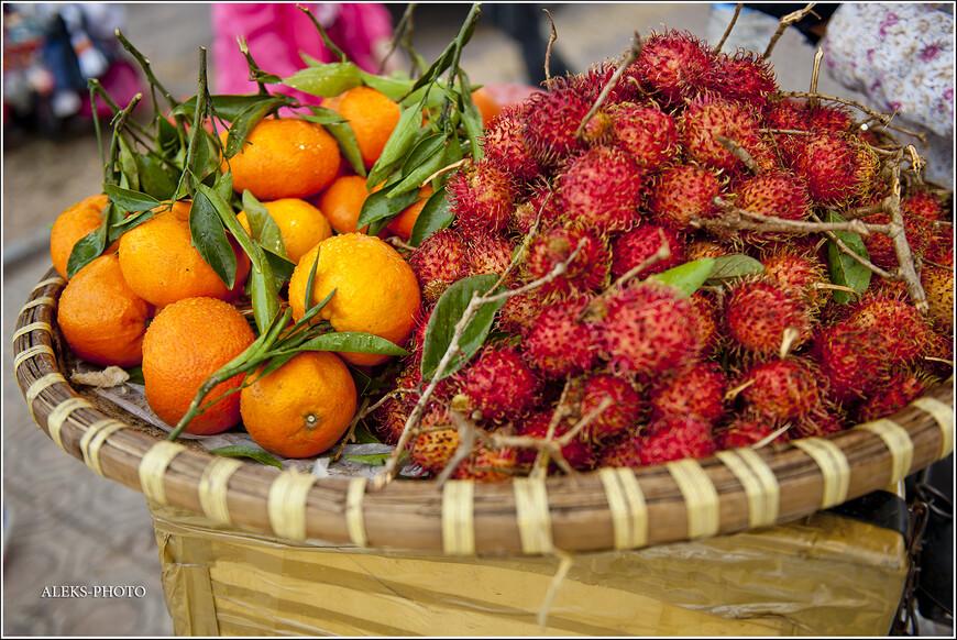 Благо, фрукты как были фруктами, так ими и остались. Рамбутаны и мандарины всегда свежи и хороши. особенно во вьетнамских плоских корзинах...