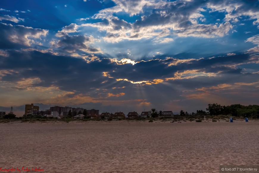 Солнце пытается еще раз взглянуть на землю., ну или, хотя бы обрадовать красотой своего заката...