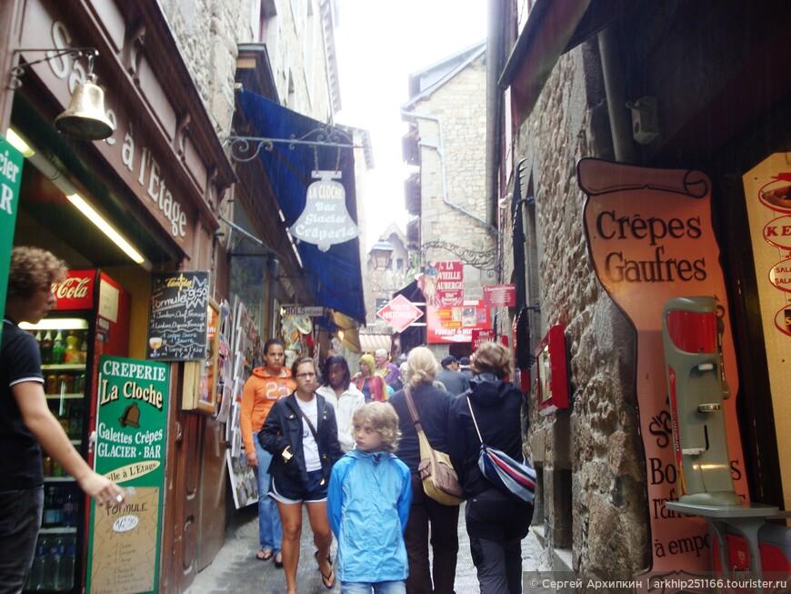 В Мон-Сен-Мишеле всего одна улица