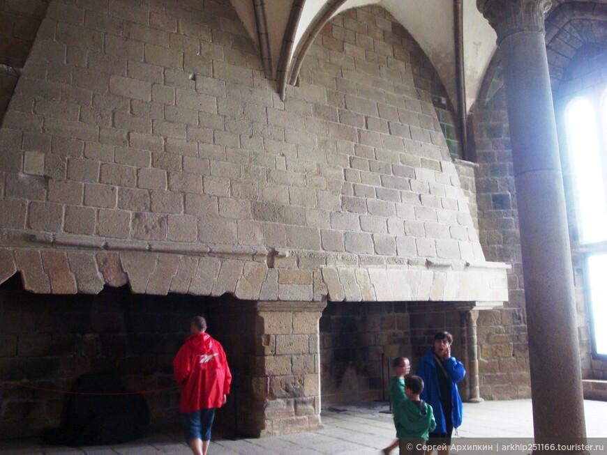 Громадные камины в монастыре