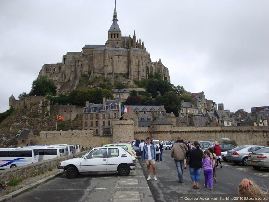 Это пожалуй, лучшее место ,чтобы сделать фото на память о Мон-Сен-Мишеле