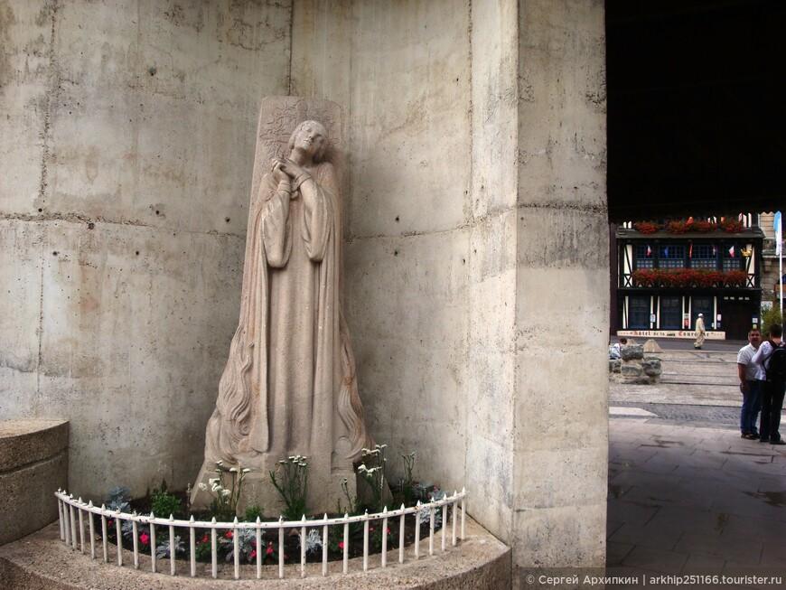 "Место, где сожгли - 30 мая 1431 года Жанну Д""Арк"