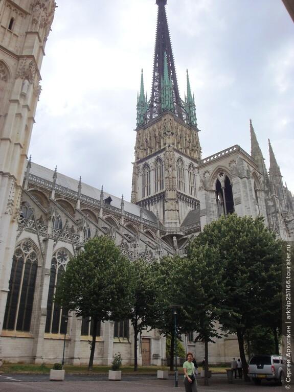 Шпиль у собора Нотр-Дам Руана- чугунный.