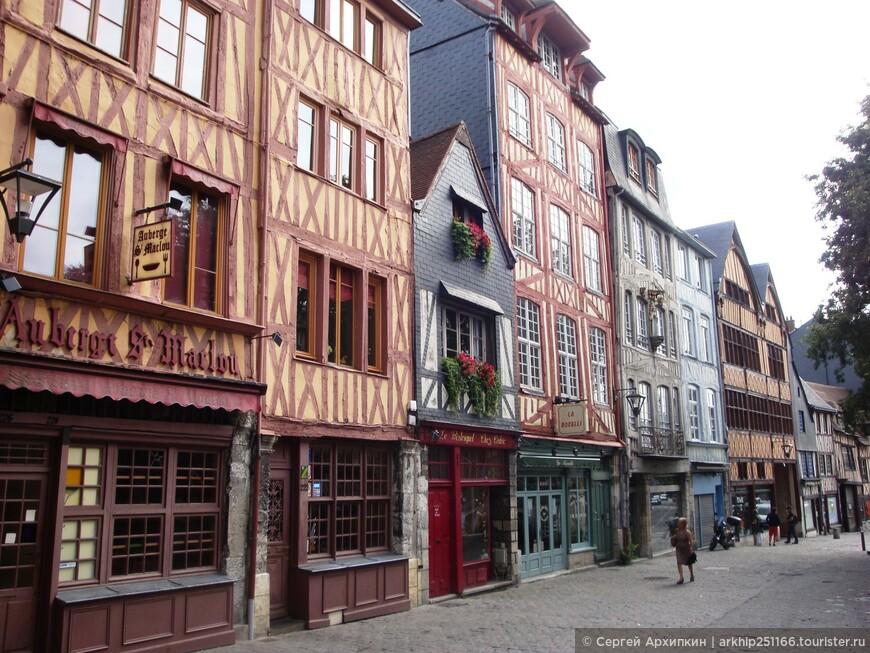И опять громадное количество средневековых фахверковых домов горожан 14-16 веков