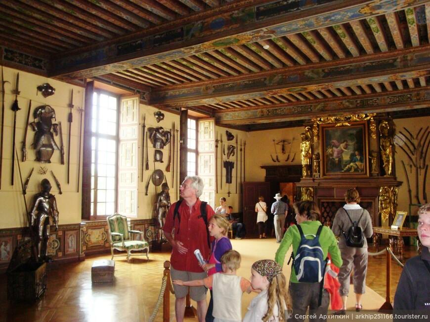 Оружейная палата - самый большой зал в замке