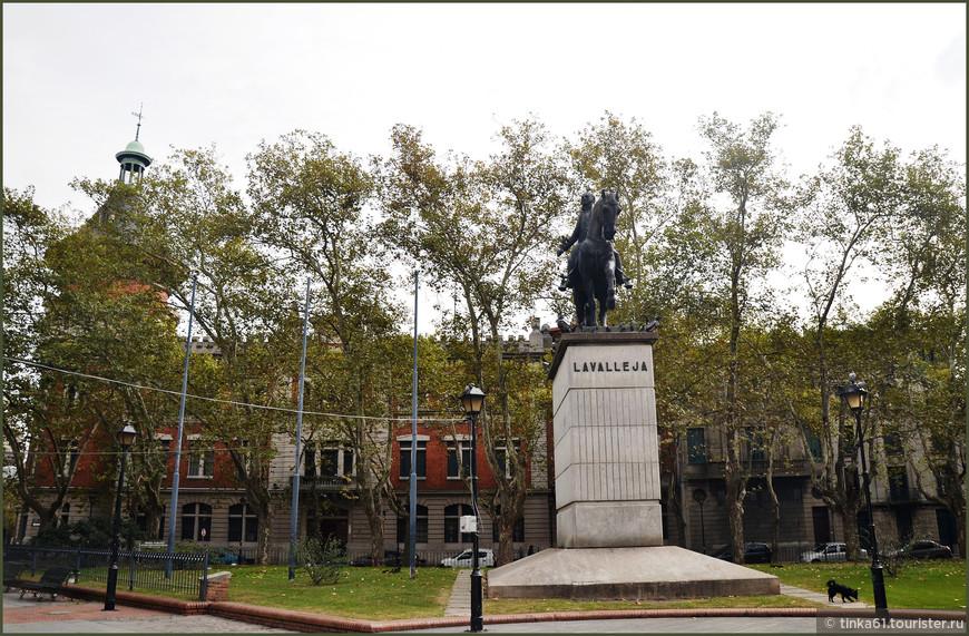 Памятник уругвайскому национальному герою Лаваллеха.