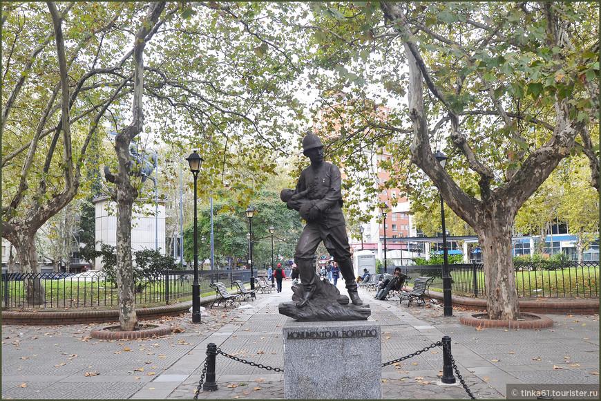 Памятник пожарнику.
