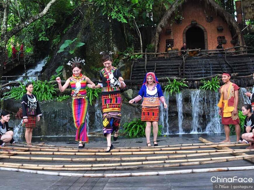 традиционный танец народности Ли -танец бамбука