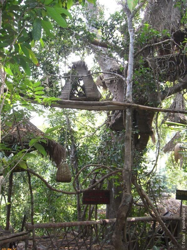 все необходимы доставляется в дом при помощи корзины на веревке.
