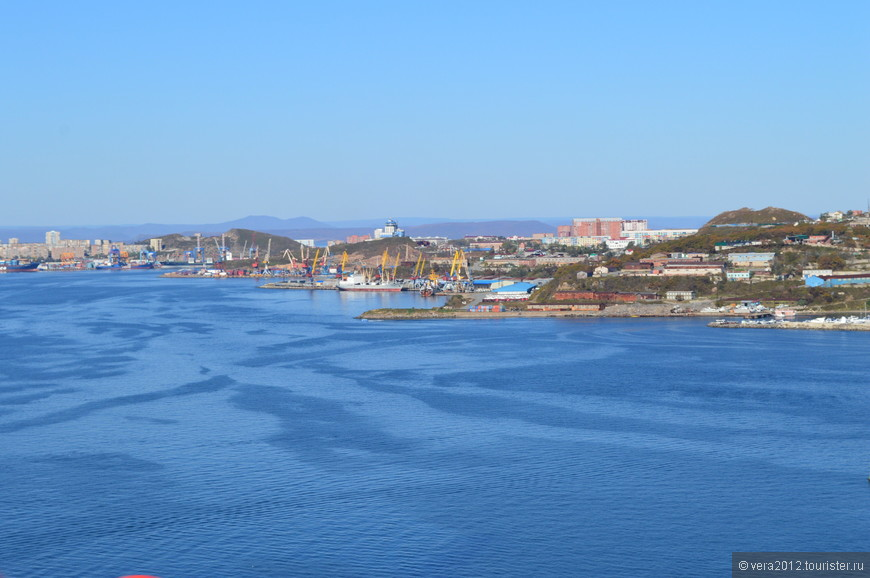 Вид на материк с моста на о. Русский