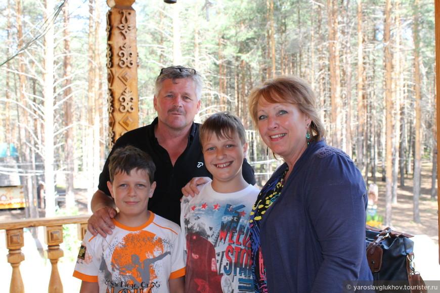 На вотчине мы встретили англичан, он работает в Соликамске (Пермский край), а его жена приехала к нему, и они отправились в Вологодскую область - юг севера.