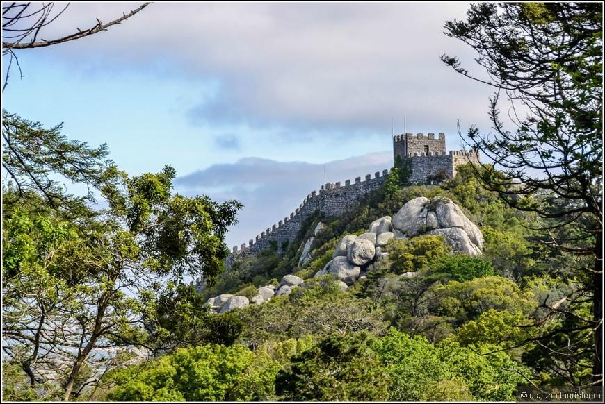 А это Замок Мавров. Снимок сделан из Дворца Пена. Полазить по крепости мне не захотелось после 4-часового осмотра крепости Святого Георгия в Лиссабоне накануне