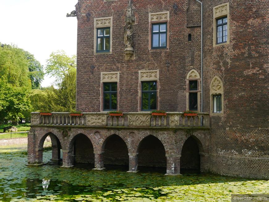 Замок 16 века Паффендорф теперь принадлежит концерну RWE Power, тут проходят встречи выставки и пр.