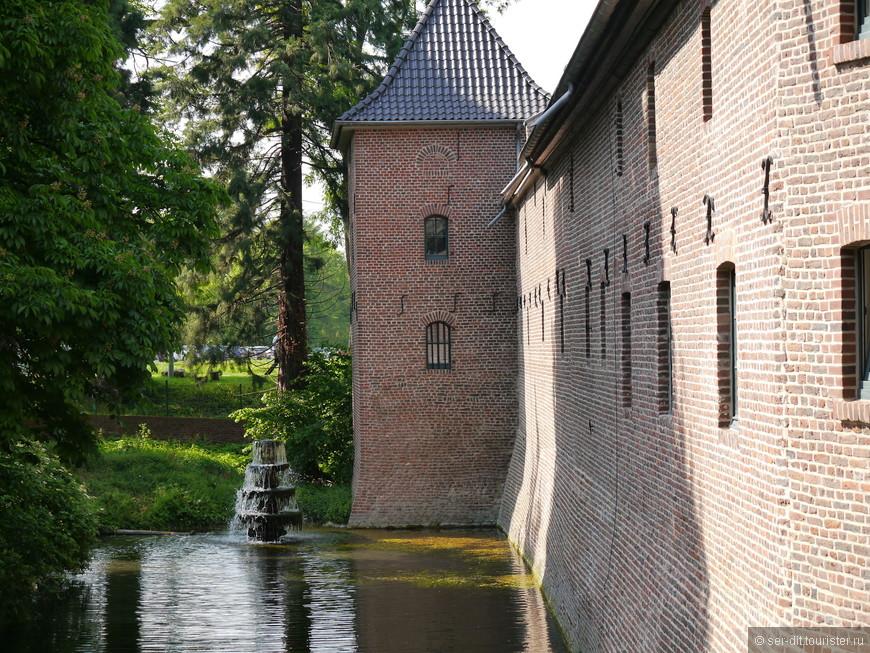 За замком находится парк 7,5 га также открытый для посещения
