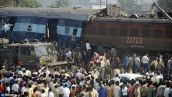 При столкновении двух поездов в Индии погибли сорок человек