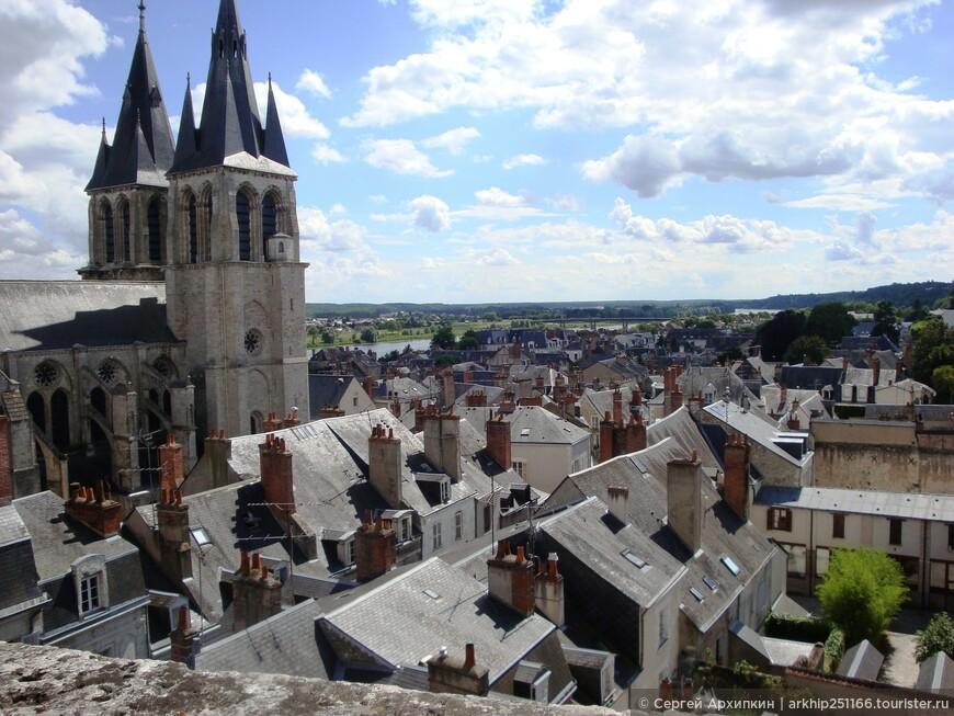 Еще раз окинув город Блуа с высоты замка - я решил пойти и погулять поэтому замечательному средневековому городку,который, даже какое-то время был столицей Франции!