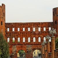 Ворота Палатина - остатки древнего Рима вперемежку со средневековьем.