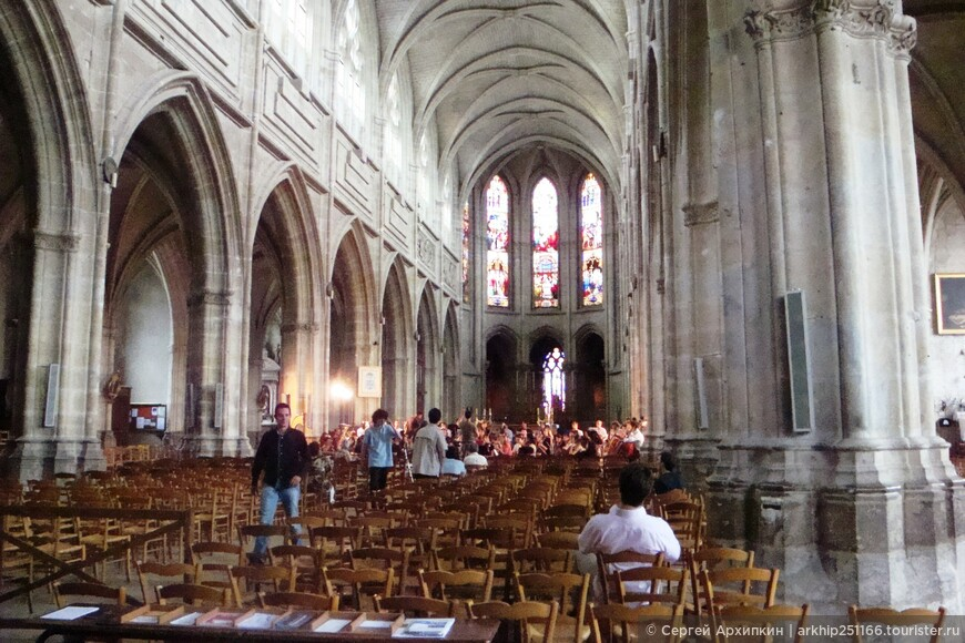 Внутри кафедрального собора Блуа